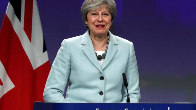 Brexit: Governo britânico evita derrota parlamentar
