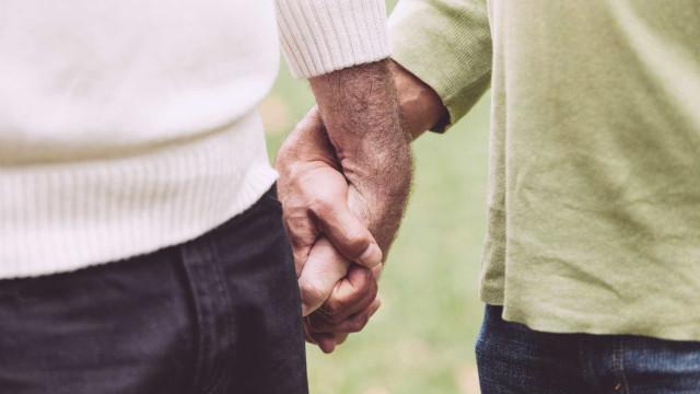 Austrália: Estão juntos há 39 anos. Agora, na velhice, poderão dar o nó