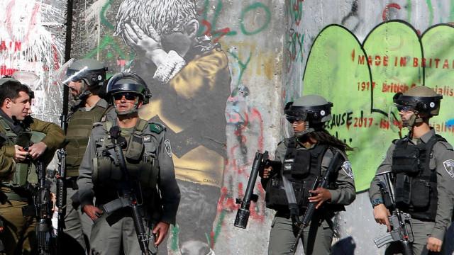 Treze palestinianos feridos em confrontos na cidade velha e Cisjordânia