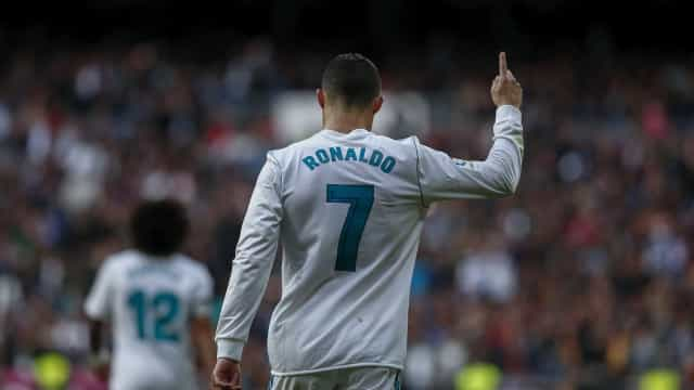 Real Madrid 'atropela' Sevilha à boleia do Bola de Ouro CR7