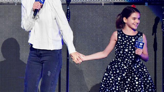 Tal mãe, tal filha: Katie Holmes faz rara aparição pública com Suri