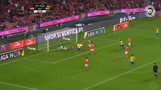 João Pinheiro recorre ao VAR e anula golo ao Estoril