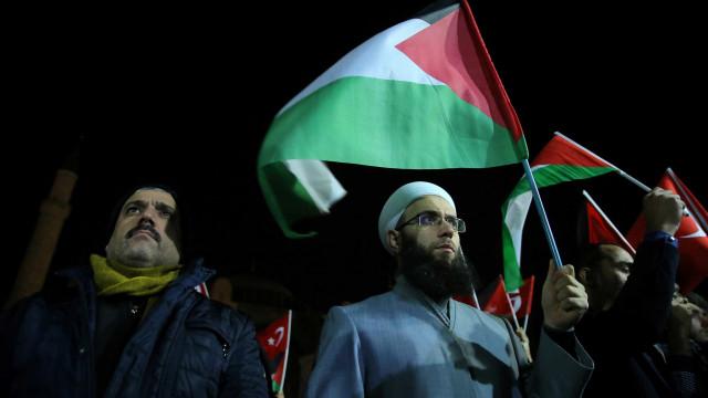 """Secretário-geral da Liga Árabe considera """"nula"""" a decisão de Trump"""