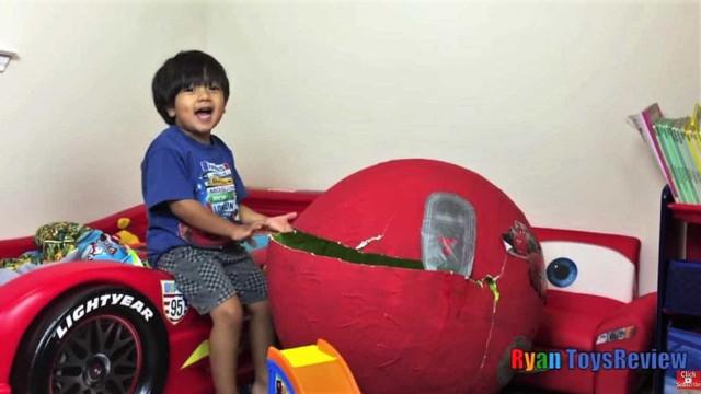 Tem 6 anos, faz vídeos sobre brinquedos e este ano ganhou 11 milhões