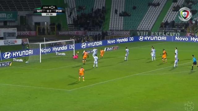 À terceira foi de vez e Marega fez o 2-0 para o FC Porto
