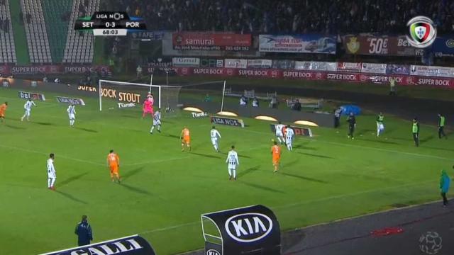 Marega assistiu e Aboubakar completou o 'hat-trick'