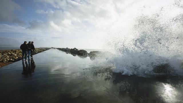 Vento e estado do mar colocam Açores sob aviso amarelo