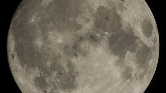 A Estação Espacial passou em frente à Lua. NASA não perdeu a oportunidade