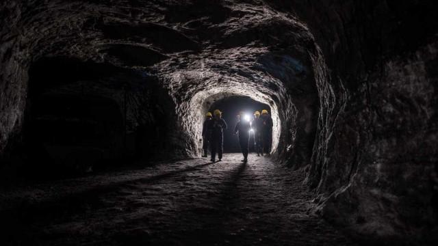 Mais de 900 mineiros presos em mina na África do Sul