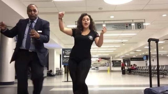 Perdeu voo e decidiu dançar com quem estava no aeroporto