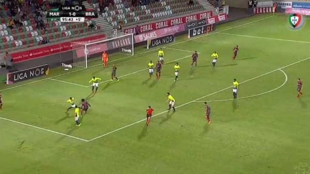 Fábio Martins cai, Sp. Braga pede penálti mas o árbitro... termina o jogo