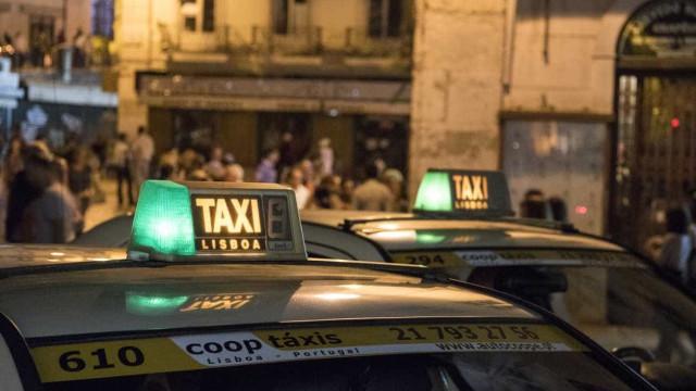 """PCP lamenta promulgação de Marcelo que """"abre portas à destruição"""" do táxi"""