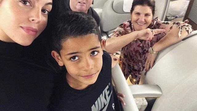 Georgina junta-se a Dolores e Cristianinho no apoio a CR7