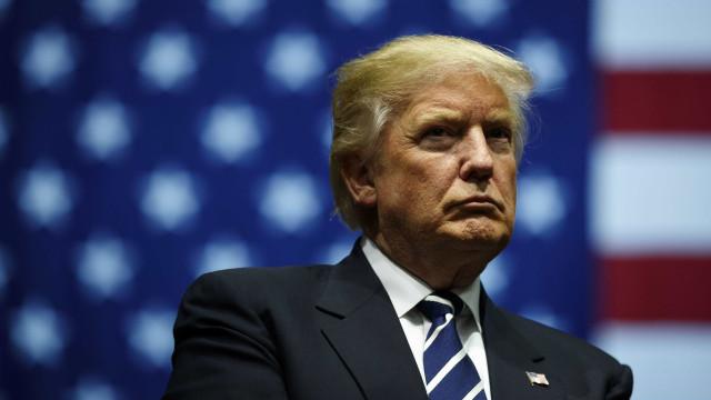 """Trump satisfeito por democratas terem """"voltado aos seus sentidos"""""""