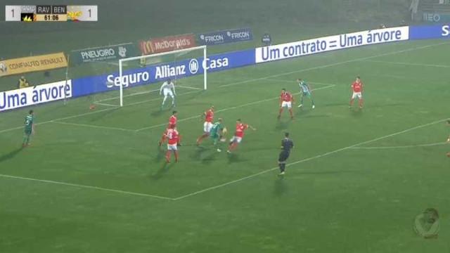Rúben Ribeiro fez este golaço e deixou o Benfica em desvantagem