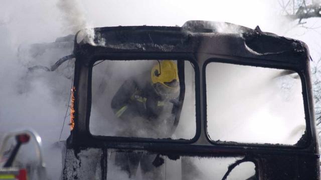 Incêndio em autocarro corta A23 em Vila Velha de Ródão
