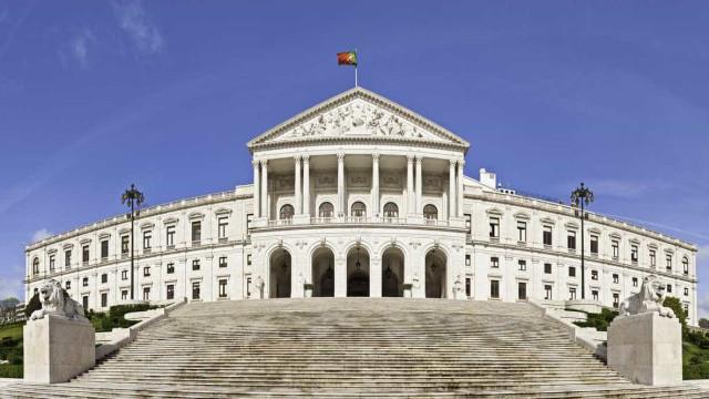 Parlamento discute hoje 24 diplomas, maioria são recomendações ao Governo