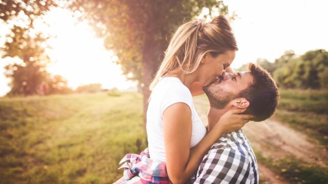 Sabe quantas calorias se perde por cada beijo?