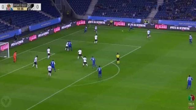 Aboubakar converteu um penálti e o FC Porto está na frente