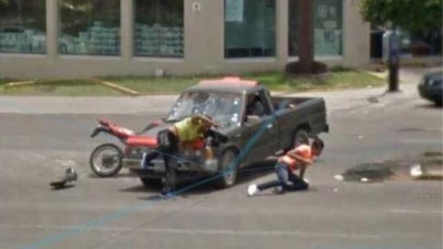 Imagens do Google View Street mostram acidente entre moto e pickup