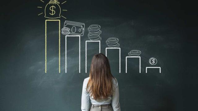 Obrigação de empresas corrigirem desigualdades salariais baixa à comissão