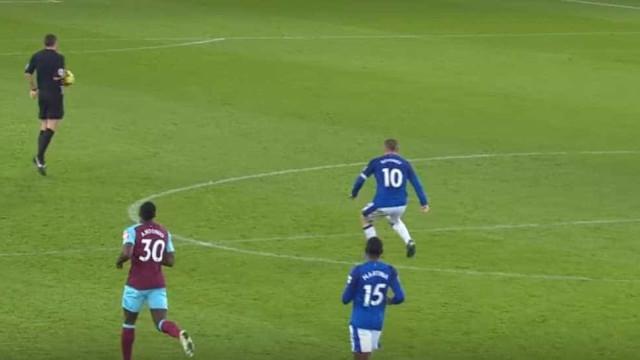 Rooney marcou o 'golão' do mês de novembro