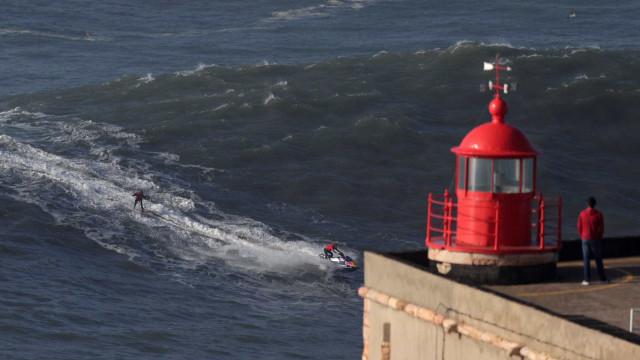 As ondas gigantes da Nazaré sob o foco da objetiva da Reuters