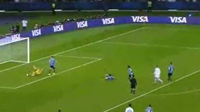 Ronaldo vê golo anulado e pede o videoárbitro