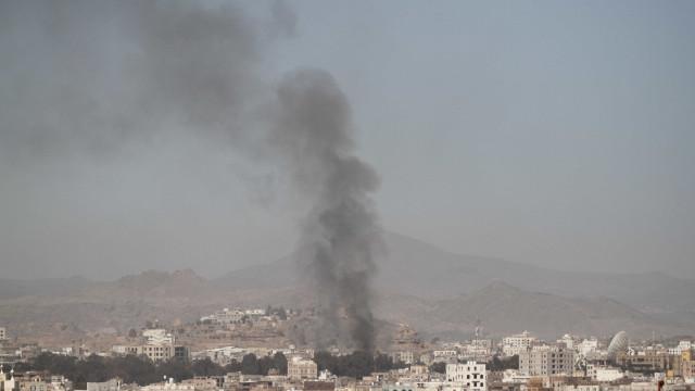 Bombardeamentos sauditas no Iémen matam oito mulheres e duas crianças