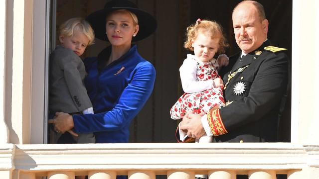 Família real do Mónaco partilha fotografia (muito) fofa de Natal
