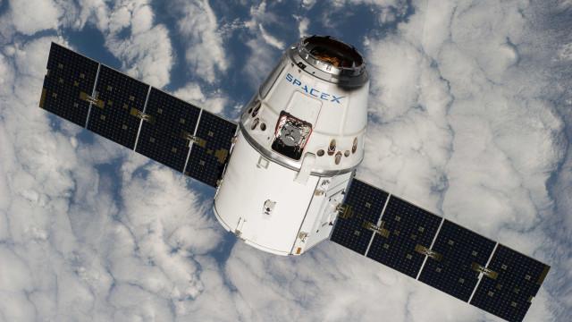 Cápsula da SpaceX volta à Estação Espacial mesmo a tempo do Natal