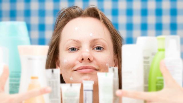 Maquilhagem. Erros que podem dar origem a acne