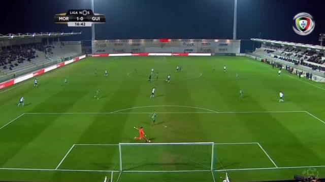 Erro monumental de Douglas dá golo do Moreirense