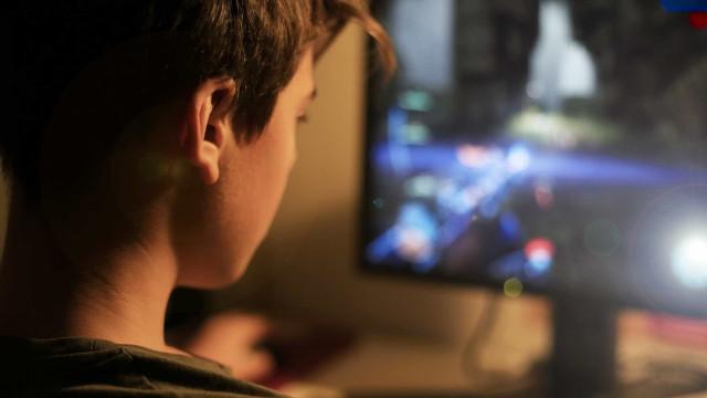 Crianças passam cada vez mais tempo a jogar computador