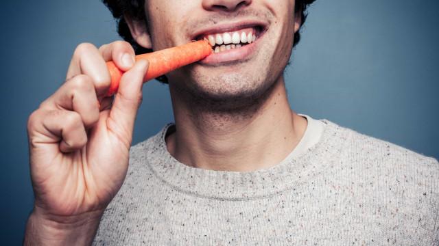 Estes alimentos ajudam a manter os dentes limpos