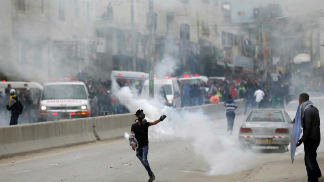 Marcha de protesto contra EUA com milhares de palestinianos em Ramallah