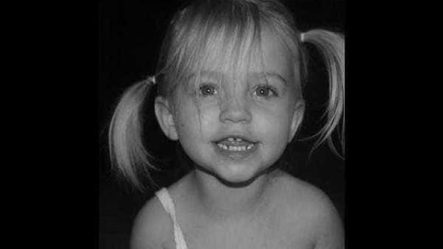 Menino destrava carro de forma acidental e mata irmã de um ano
