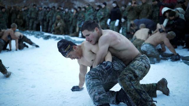 'Soldados de Inverno': O duro (e gelado) treino de 'marines' na neve
