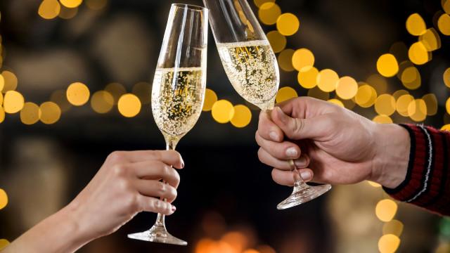 Champanhe: Tudo o que precisa de saber sobre a bebida do Réveillon