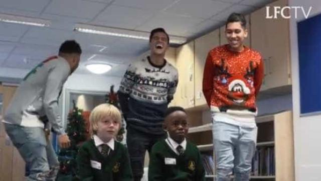 Estrelas do Liverpool visitaram escolas. Eis as reações hilariantes