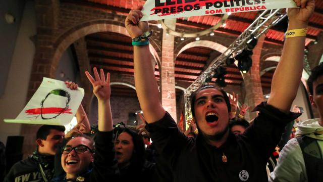 Cidadãos vencem eleições, mas independentistas revalidam maioria absoluta
