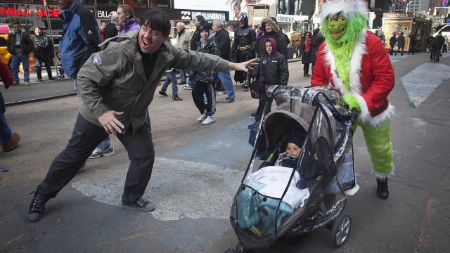 Com medo que o Grinch roubasse o Natal, criança liga para o 112