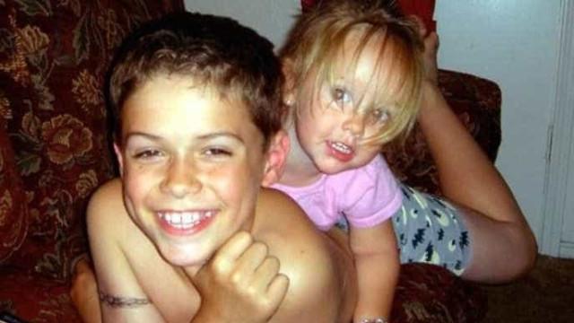 """Matou irmã de quatro anos à facada. Assumiu que foi """"castigo"""" à mãe"""