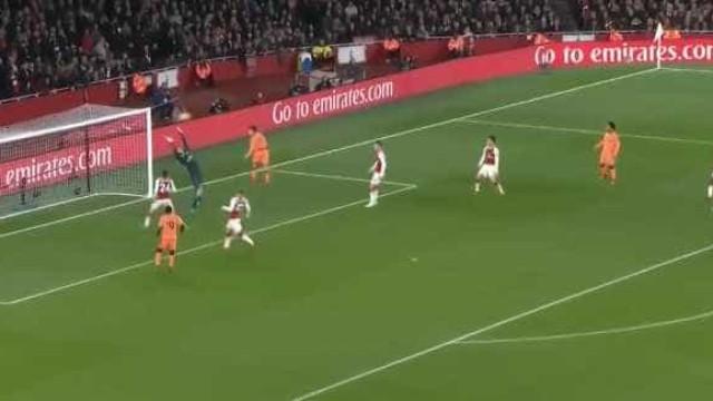 Coutinho abriu o marcador do Arsenal-Liverpool com... a cabeça