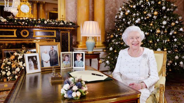 "Isabel II lembra ""horríveis"" ataques no país em mensagem de Natal"