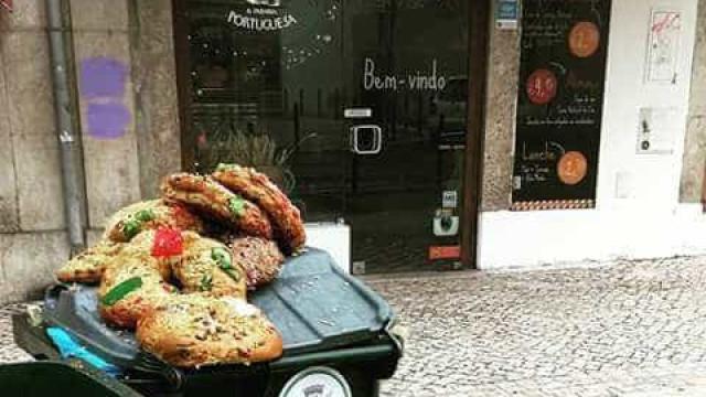 Rescaldo de Natal: Bolos-reis no lixo 'incendeiam' redes sociais