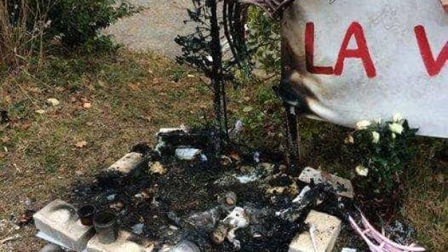 Memorial em homenagem a Maëlys surge queimado