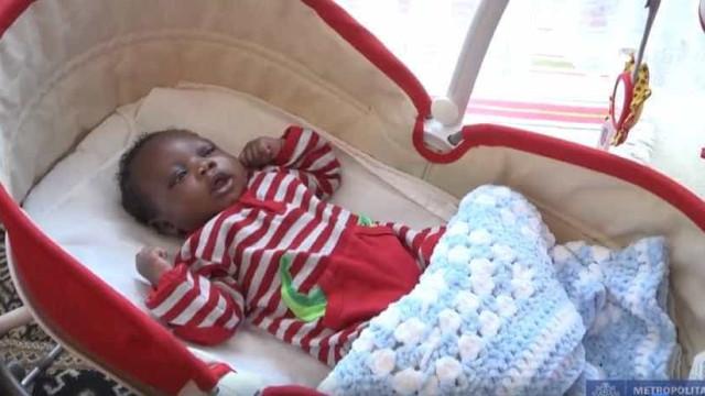 Polícia procura a mãe do 'Bebé Harry' que foi abandonado num parque