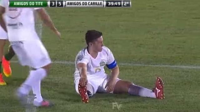 Sobrevivente da Chapecoense finge lesão na... prótese