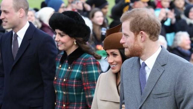 Kate vestiu casaco de 3 mil euros. Meghan escolheu um mais económico